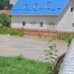 Het gebouw van Caritas staat al in het water